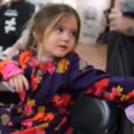 Una niña de 3 años nos da un ejemplo de solidaridad. Este vídeo te emocionará