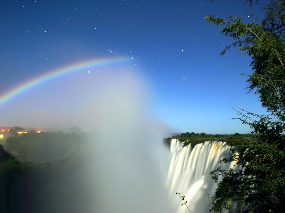 Lunar_Rainbow_3_-_ORION_L_-_Victoria_Falls_-_Calvin_Bradshaw_3-934x