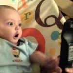 Los bebés se emocionan por cualquier cosa. Repito: CUALQUIER COSA