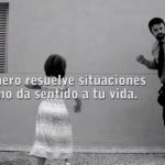 Este padre pretende dar una lección a su hija, pero es él quien la recibe