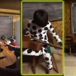 Este niño nació ciego. Su forma de interpretar un blues es LO MÁS EMOCIONANTE
