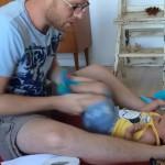 Te llevará 2 minutos ver las 24 horas que un padre invierte en cuidar a su hijo
