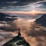 Pequeños humanos rodeados de majestuosos paisajes