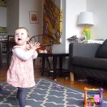 En 1 minuto verás los GRANDES esfuerzos de un bebé por aprender a caminar