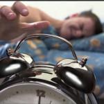 Ponerte varias alarmas para despertarte te está haciendo mucho daño
