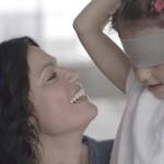 El resultado a este experimento con niños con los ojos vendados no puede ser más tierno